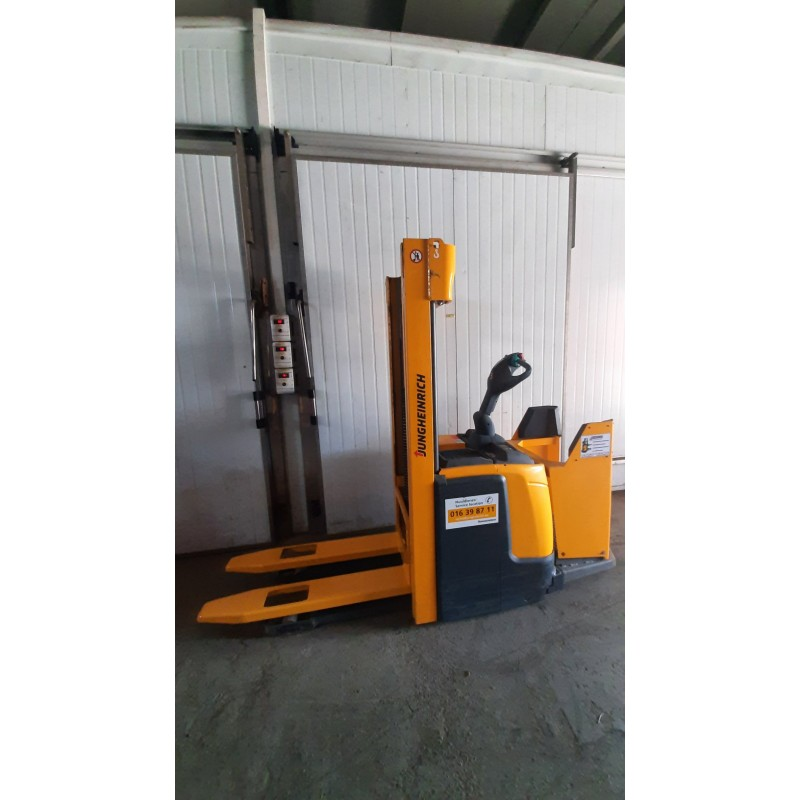 Штабелер електричний самохідний Jungheinrich ERC216 1600kg 306 cm