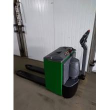 Б / У електровізок Clark 2000 кг 2010 року для малий. магазинів НОВА АКБ